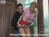 לוליטה מזדיינת עם אבא לה החורג