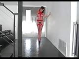 סקסית באדום מוצצת זין בגרון עמוק ארוך